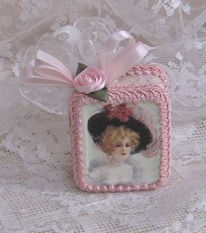 Victorian Lady In Pale Pink-Romantic Music Box