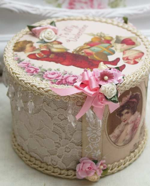Gift Wrapping Hearts II-music box, valentine music boxes, heart music box
