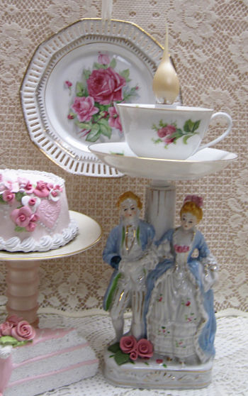 French Couple Lamp III-French couple, couple lamp, French lamp, rose cup lamp